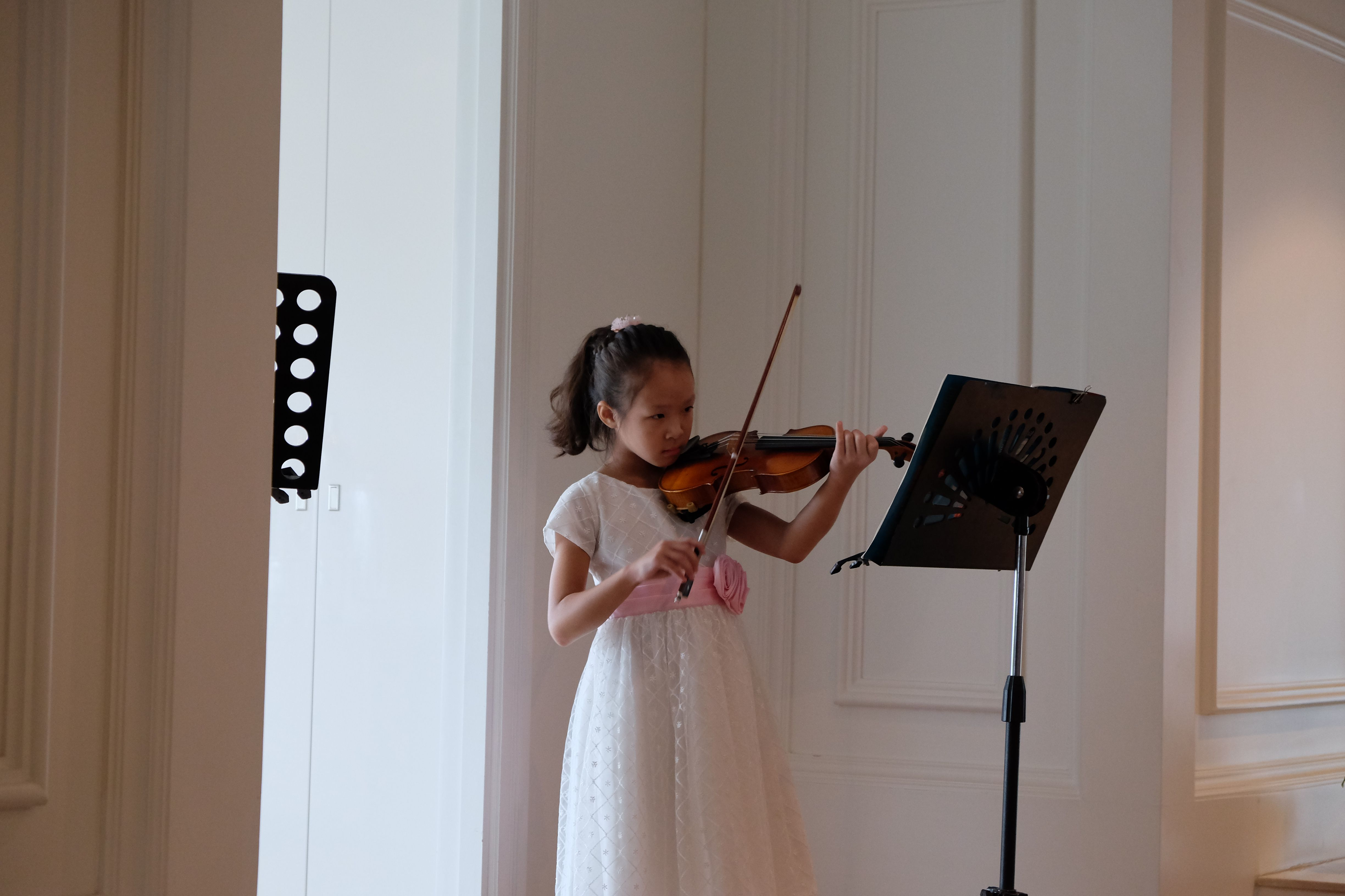 Promising young Chinese student, who has been learning the violin in Bangkok  for 10 months.