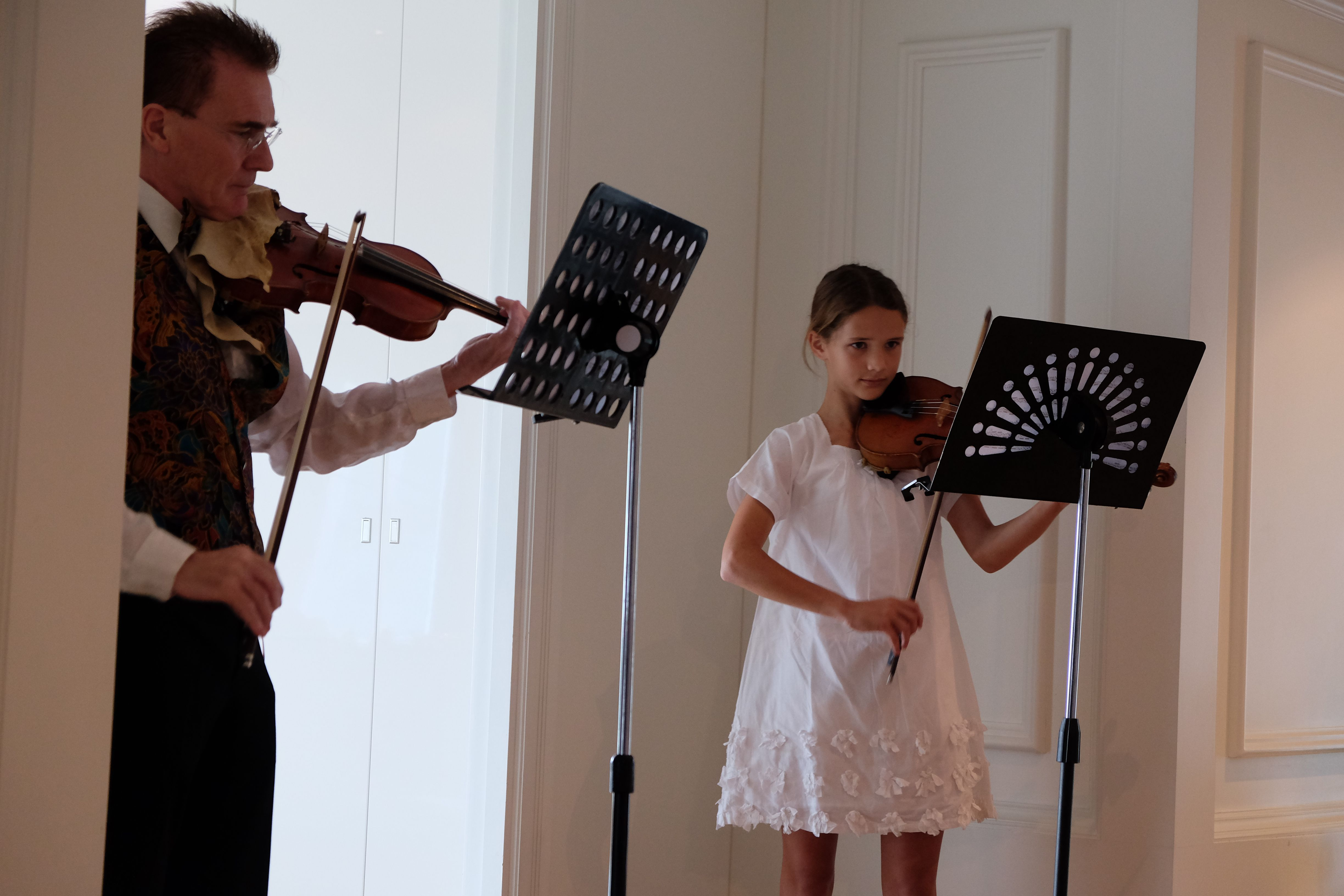 Duet with an advanced student from France who has been playing the violin for 5 years.